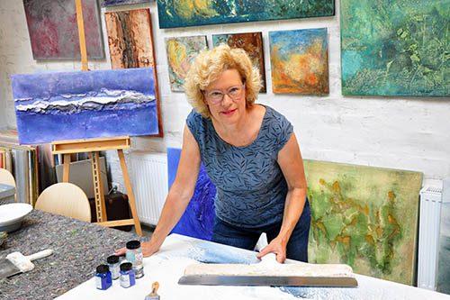 Gabi Hiller im Atelier